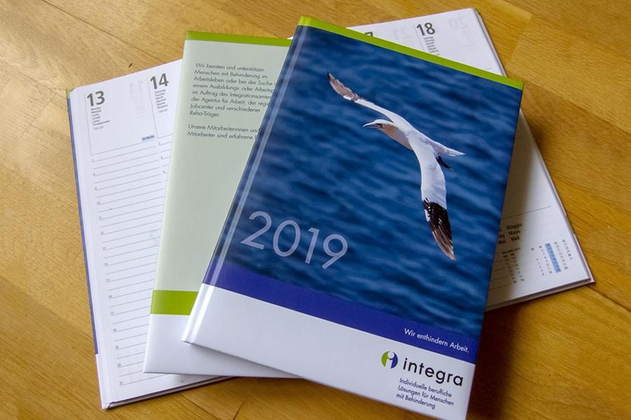 Werbemittel Kalender Gestaltung mit Werbeeindruck Logo